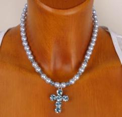 8125 Perlenkette mit Strasskreuz hellblau