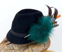 Hut in schwarz mit schwarzem Band