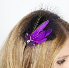 1056 Haarreif schwarz mit Federn in lila