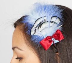 1100 Haarreif schwarz mit Federn in hellblau/weiß/rot