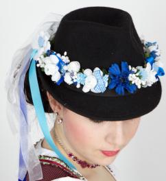 230362 Haar und Hutkranz aus Blüten