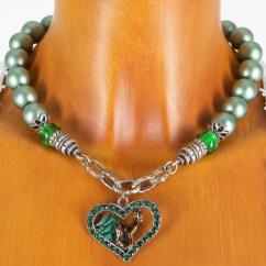 Alpenwahn Perlenkette in grün mit Herz Rehnmotiv