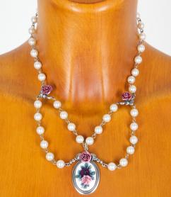 C9469 Perlenkette mit Rosen und Rosenmotiv vers.Farben